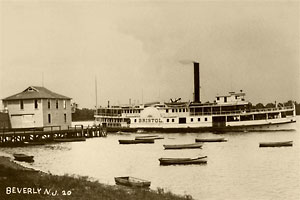 The steamer Bristol pulls away from the Beverly dock at the foot of Broad Street in 1909.